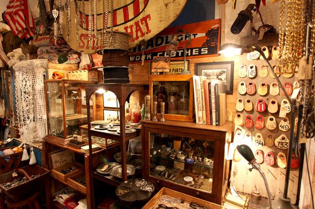 Choosing Living Room Antiques