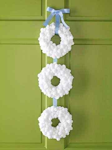 Fluffy Tiered Wreath Idea