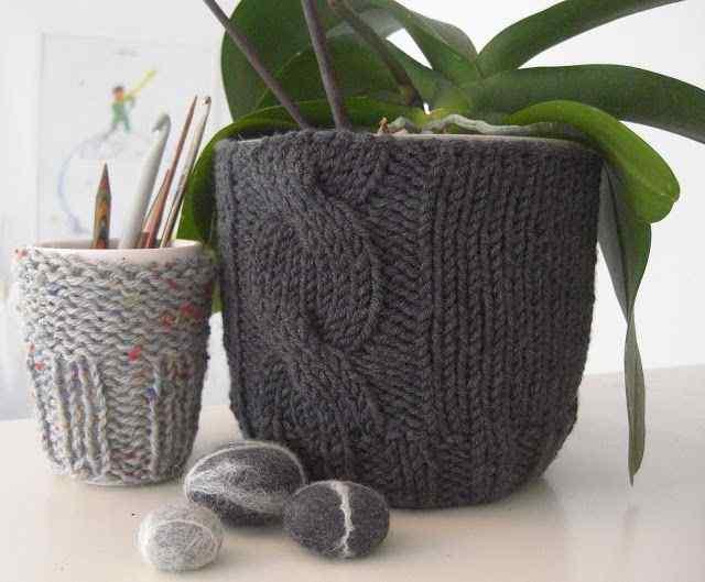 Knitted flower Pots idea