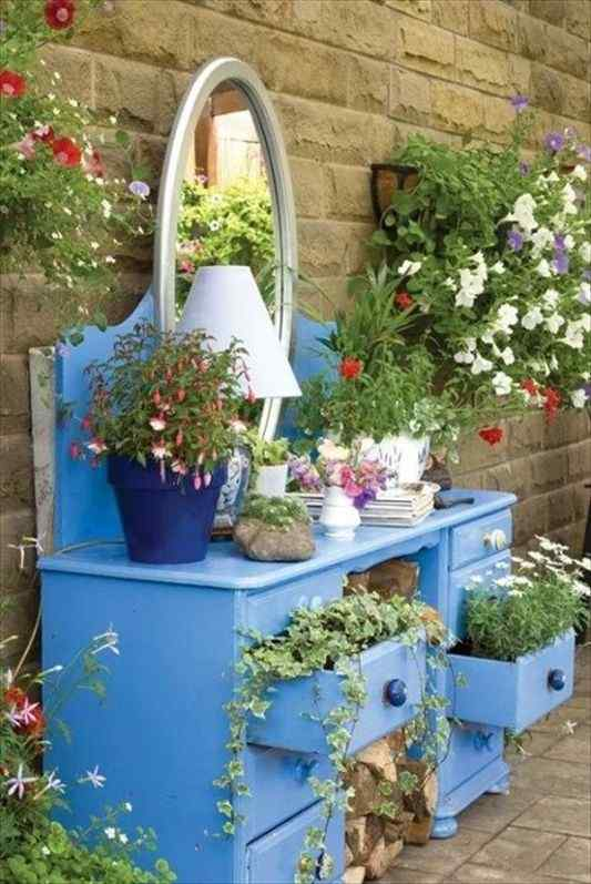15 Beautiful and Cool Flower Garden Ideas & Designs for