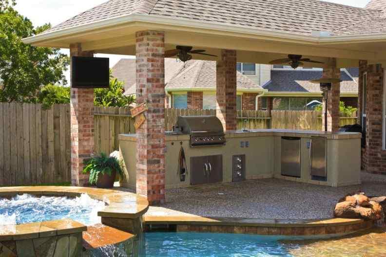Bold and Modern backyard patio